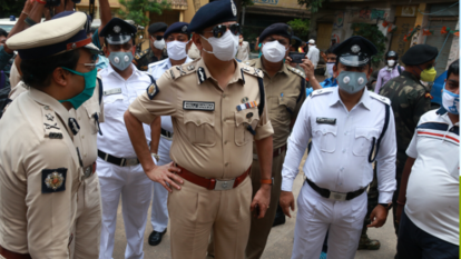 Kolkata police Commissioner Anuj Sharma IPS visit the containment zone at the north Kolkata Telengabagan area after state government full Lockdown all containment zone in West Bengal